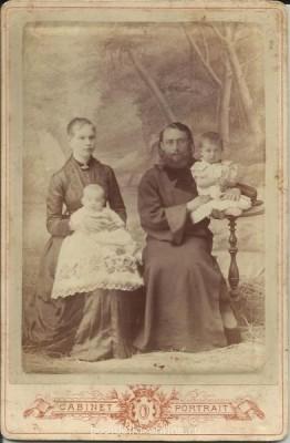 Наша родословная. - прапрадед и прапрабабушка с детьми.jpg