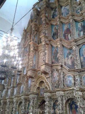 Липовый иконостас 21 метр на 23 ,а люстра была привезена казаками с Азова. - Фото-0049.jpg