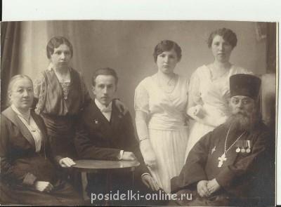 Прапрадед с дочерьми, а также муж одной из них с матерью. - кандалинские маркеловы.jpg